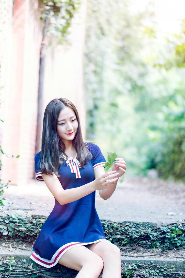 徐冬冬牛仔裤图片_蓝色短裙美女图片(10张)-美女图片