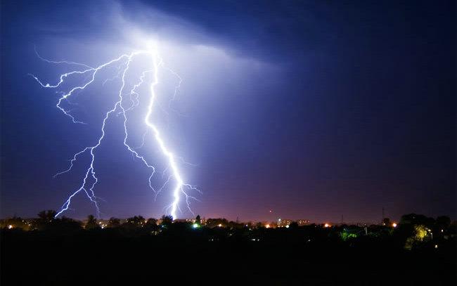 由于闪电的速度很快,雷总跟不上,所以每次打雷总在闪电之后.