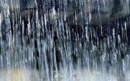 下雨的图片