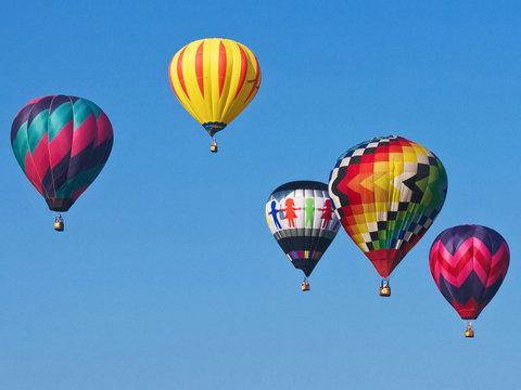 关于描写热气球的句子及图片