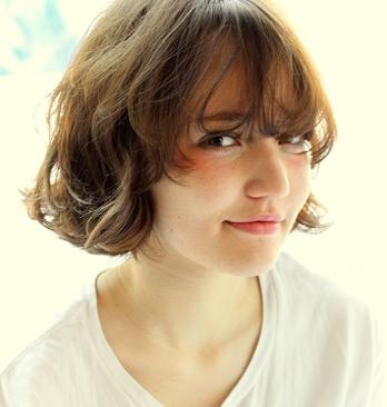 短卷发发型图片