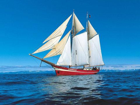 描写帆船的句子及图片