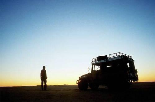 一个人孤独背影图片