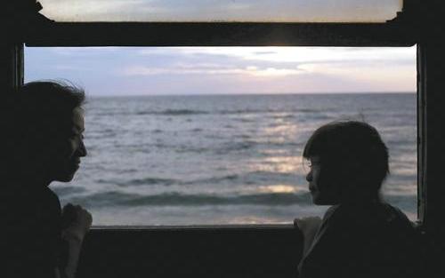 一个人坐车看窗外的风景的说说