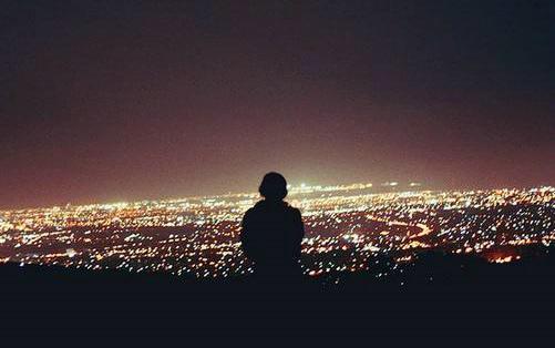 一个人看夜景的说说