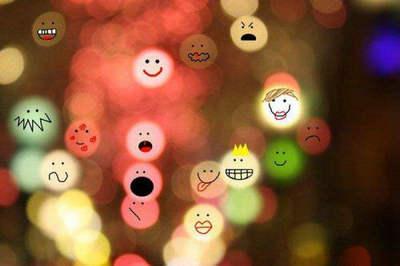 积极正能量的句子经典语句:笑着