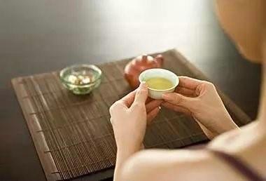 一个人一杯茶唯美句子,一个人一杯茶一种心情说说