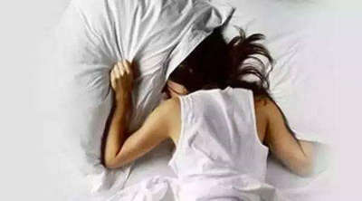 一个人难以入睡的句子,辗转反侧难以入睡的句子