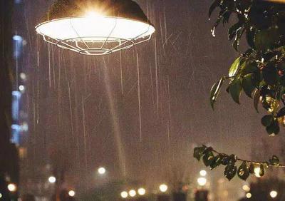 下雨天宅在家的句子