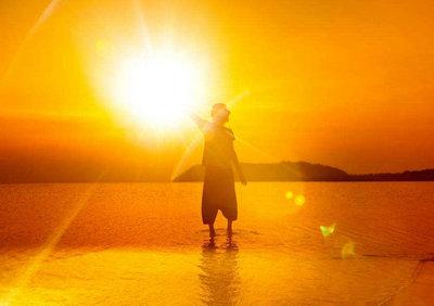 阳光向上的图片_阳光积极向上正能量的句子:活在现在,认真做好现在,现在就成功