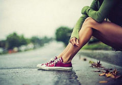 形容心情悲伤的句子:因为爱得无