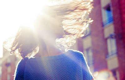 太阳形容心情好的句子,出太阳了心情好的句子