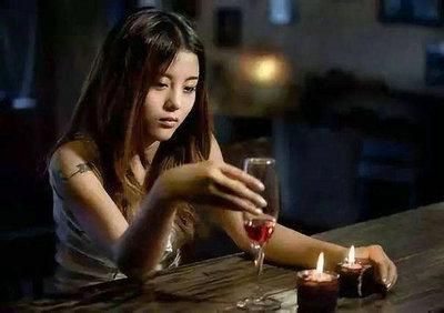 敬自己一杯酒的句子说说唯美图片