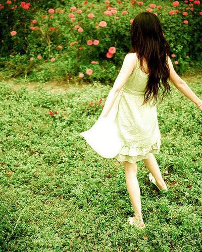 我喜欢春天的花,夏天的树,秋天的黄昏,冬天的阳光,和每天的你
