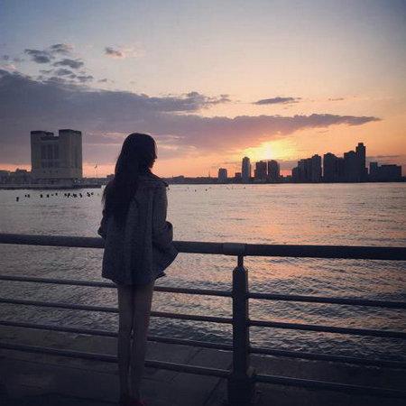 这个给你旅人日记_告诉自己做个个单打独斗,又孤独又坚强的生命旅人 - 学句子